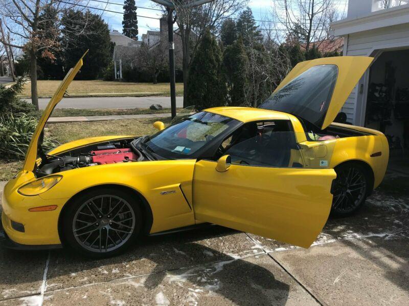 1G1YJ2DE8B5104087-2011-chevrolet-corvette