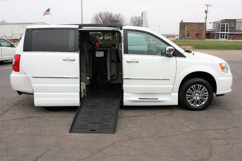 2C4RC1CG8ER285962-2014-chrysler-town-and-country-0