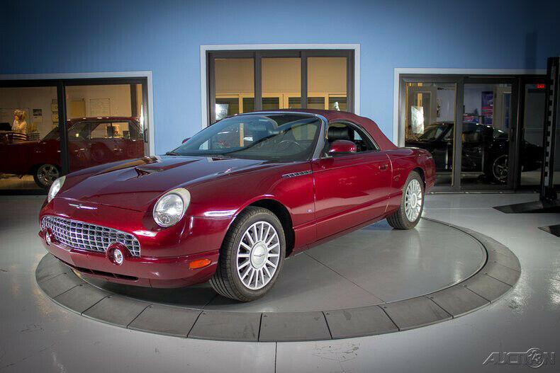 1FAHP60AX4Y103000-2004-ford-thunderbird