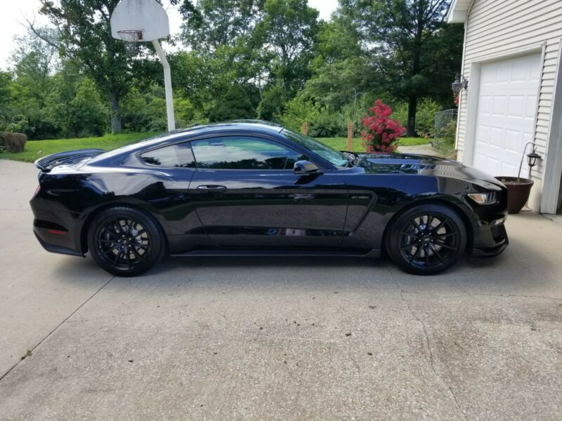 1FA6P8JZ5H5522404-2017-ford-mustang