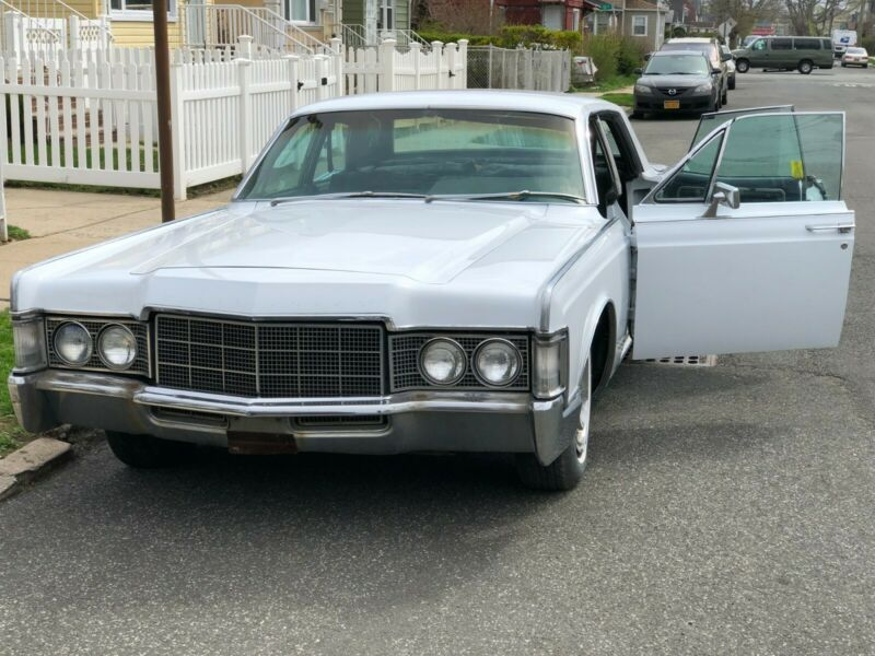 9Y82A852941-1969-lincoln-continental
