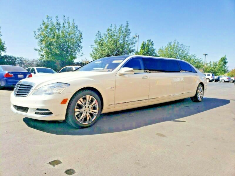 WDDNG9FB8AA312566-2011-lincoln-town-car