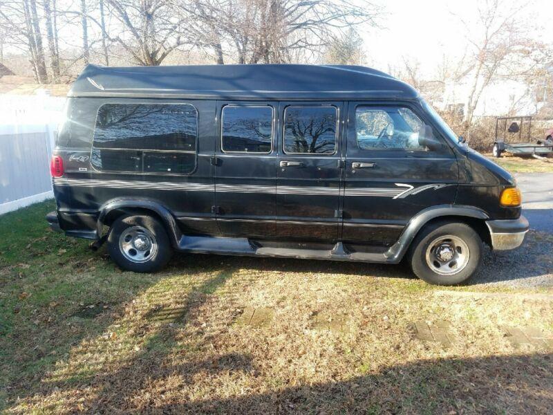 2B6HB11Y4YK154748-2000-dodge-ram-van