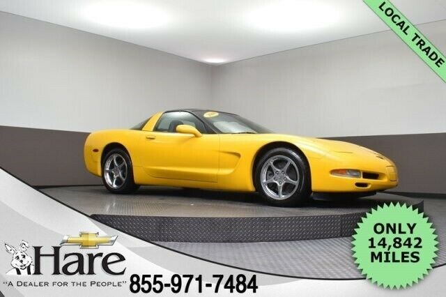 1G1YY22G9Y5117326-2000-chevrolet-corvette-0
