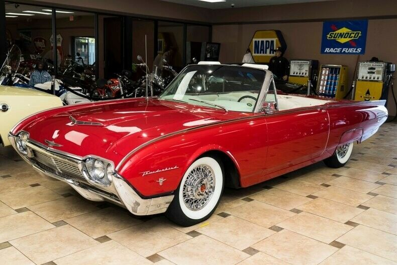 1Y73Z456985236989-1961-ford-thunderbird-0
