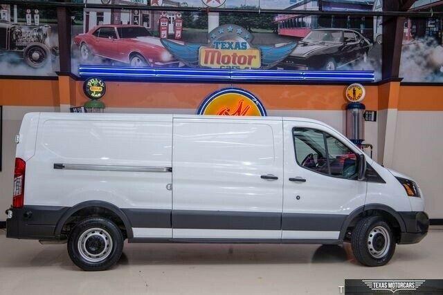 1FTBW2YM5HKA31786-2017-ford-t350