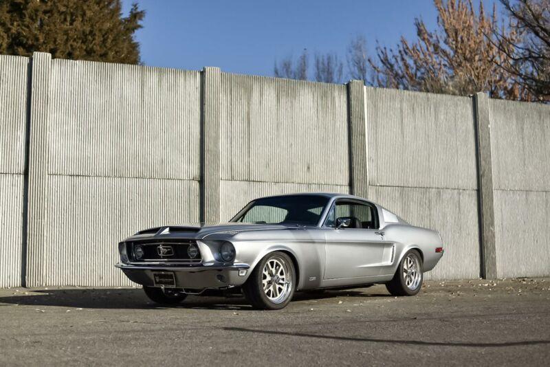 8R02S111766-1968-ford-custom