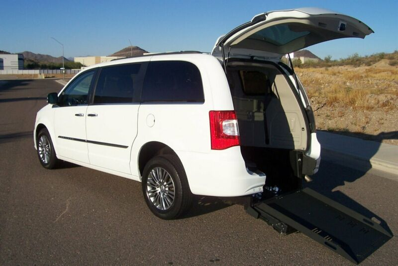 2C4RC1CG1DR816241-2013-chrysler-town-and-country