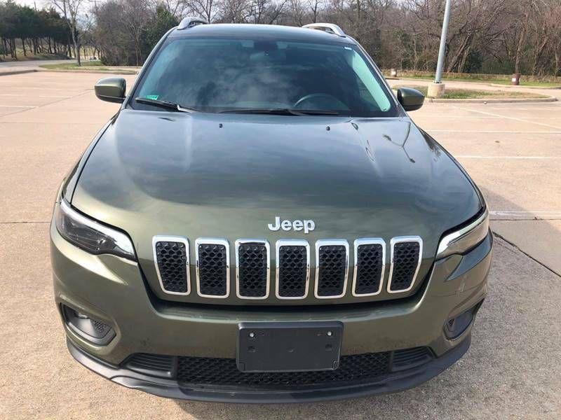 1C4PJLCB7KD114423-2019-jeep-cherokee-0