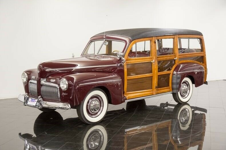 186856148-1942-ford-super-deluxe-woodie-station-wagon