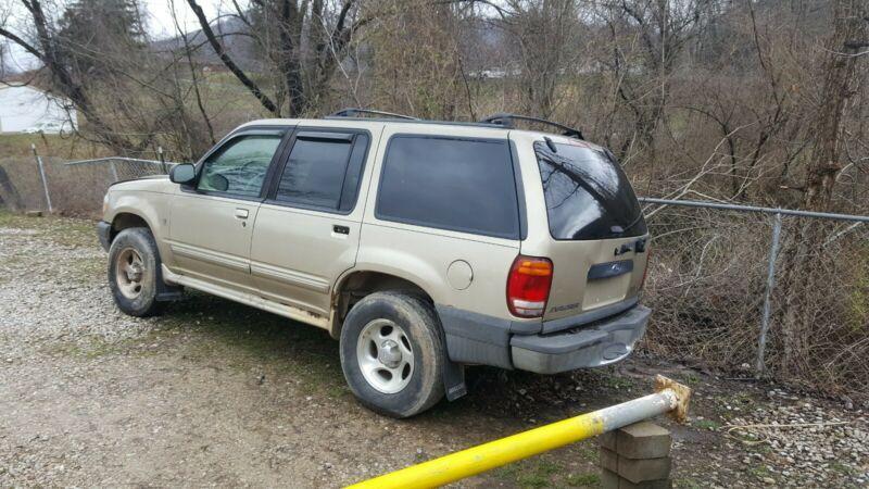 1FMZU72E91ZA02755-2001-ford-explorer-sport