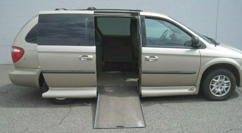 2B4GP44392R695932-2002-dodge-wheelchair-van
