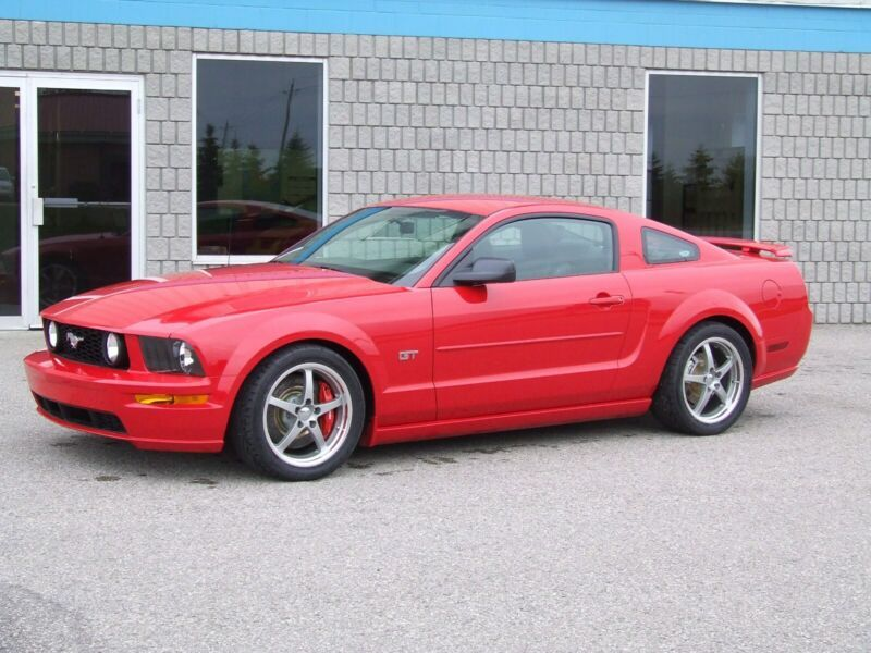 1ZVHT82H065160237-2006-ford-mustang-0