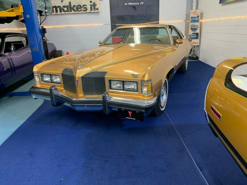 2K57W6P291299-1976-pontiac-grand-prix