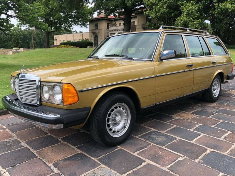 12319012010313-1979-mercedes-benz-300-series
