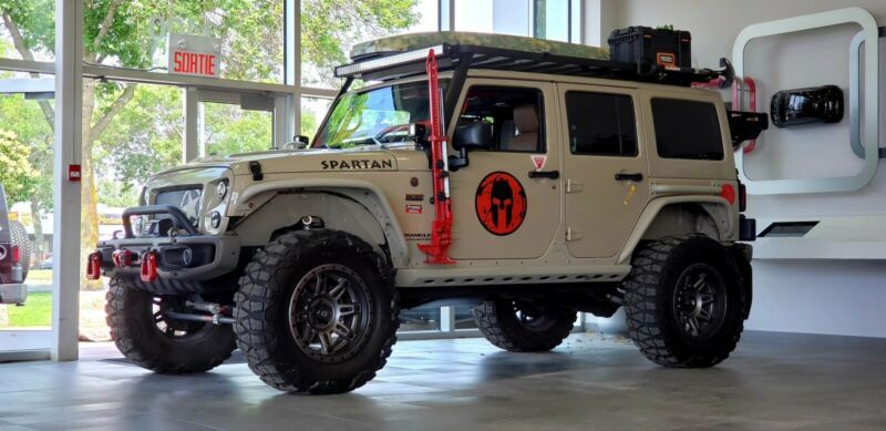 1C4BJWEG5GL272471-2016-jeep-wrangler-unlimited-sahara