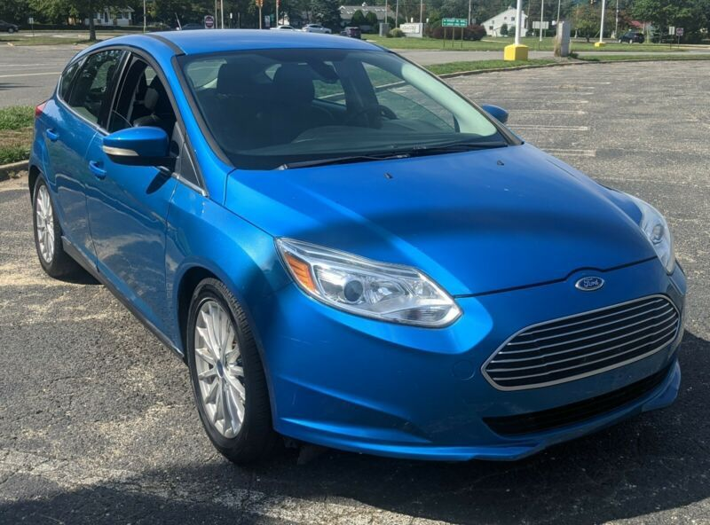 1FAHP3R41CL384384-2012-ford-focus